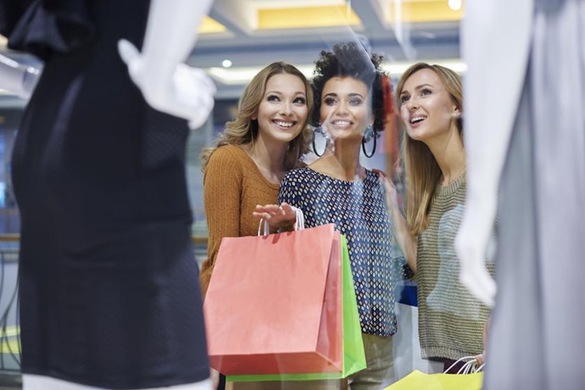 Vitrine de loja criativa é ímã para clientes. Confira!