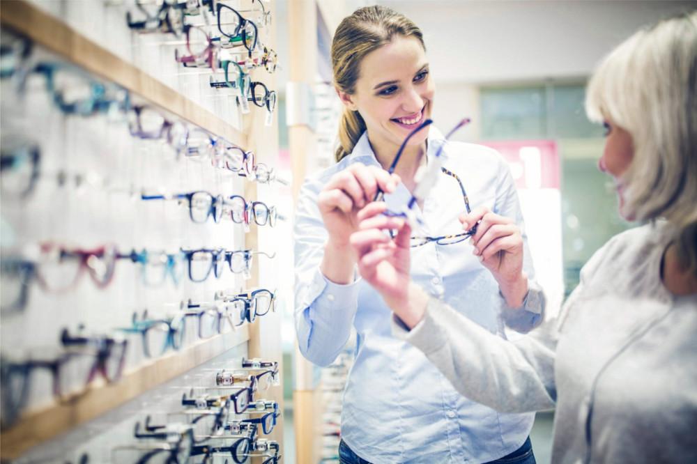 5 Erros que varejistas cometem ao contratar vendedores – e como evitá-los